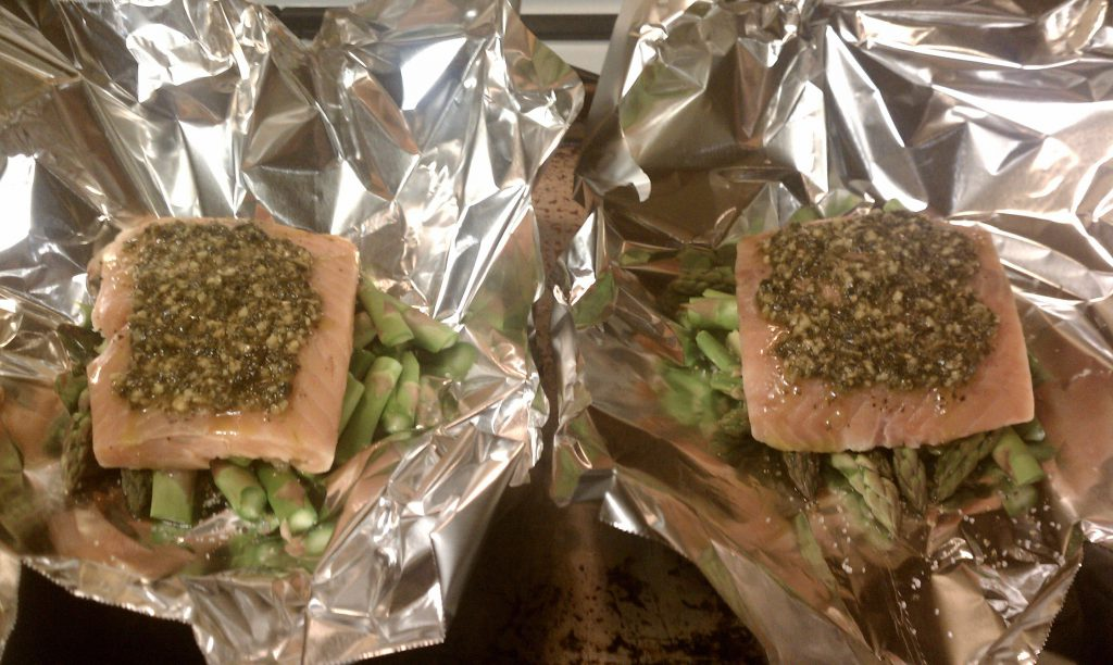 Simple Pesto Salmon and Asparagus Foil Packets ...