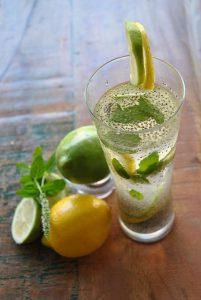 How to get Rid of Stomach Bloat-Chia Lemonade
