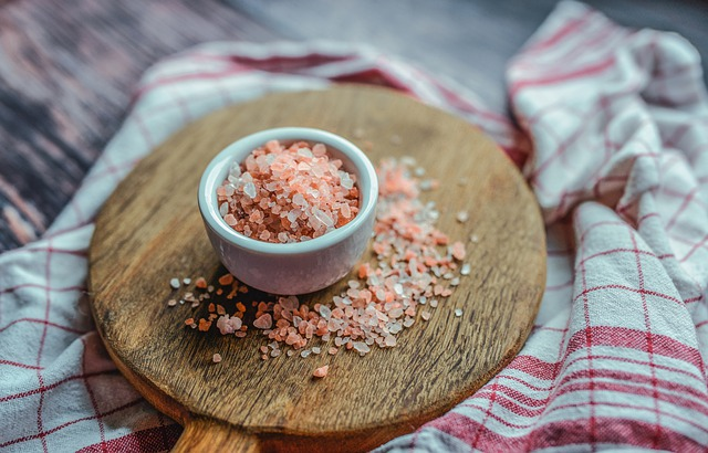 Pink Himalayan Salt Benefits + 6 Ways to Use it